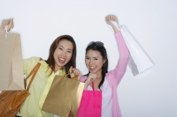 two woman with shopping bags - Yukmin