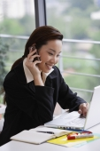 businesswoman on cell phone - Yukmin