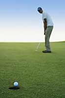 man playing golf - Yukmin
