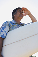 surfer looking at waves - Yukmin