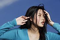 young lady glancing sideway, hands on head - Yukmin