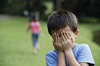 kids playing hide-and-seek - Yukmin
