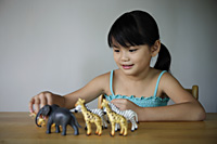 Little girl playing with animals - Yukmin