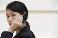 Businesswoman on mobile phone - Yukmin