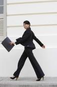 Business woman walking - Yukmin