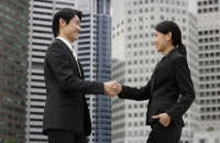 Profile of two business colleagues shaking hands - Yukmin