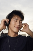 Young man listening to music - Yukmin