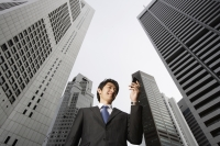 Businessman reading messages - Yukmin