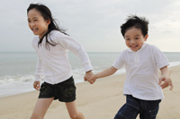 Boy and girl running on beach - Yukmin