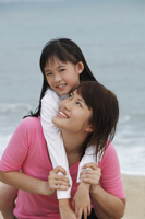 girl with arms around young woman - Yukmin