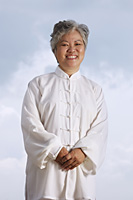 Older woman in Chinese traditional clothing. - Yukmin