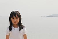Young girl smiling at camera. - Yukmin