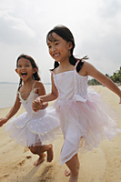 Two girls running together. - Yukmin