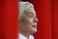Profile of older man looking up - Yukmin