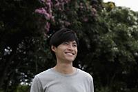 Chinese man smiling outside - Yukmin
