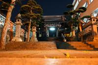 Entrance to Buddhist temple at night, Japan - Yukmin