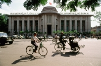 Vietnam, Hanoi, traffic in front of Foreign Trade Bank - Gareth Jones