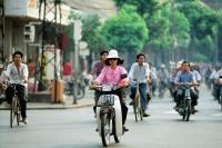 Vietnam, Saigon, traffic in city centre - Gareth Jones