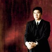 Man in suit, sitting, portrait - Erik Soh