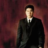 Man in suit, portrait - Erik Soh