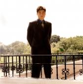 Man in suit, standing - Erik Soh