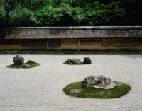 Japan, Kyoto, Ryoan-ji temple, raked sand and stone meditation garden, UNESCO world heritage site - Rex Butcher