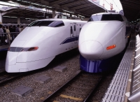 Japan, Tokyo, Shinkansen (bullet train) at Tokyo Station - Rex Butcher