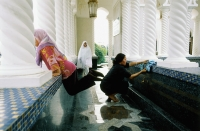 Brunei, Bandar Seri Begawan, Mother and daughters wash before entering prayer hall at Omar Ali Saifuddien Mosque. - Steve Raymer