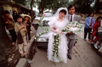 Vietnam, Hanoi, couple in wedding attire - Alex Mares-Manton