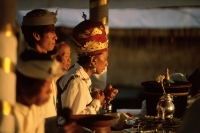 Indonesia, Bali, Gianyar, Pengastian ceremony, high priest leads communal prayers. (grainy) - Martin Westlake