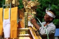 Indonesia, Bali, Gianyar, Pengastian ceremony, men decorating ceremonial tower. (grainy) - Martin Westlake