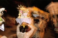 Indonesia, Bali, Gianyar, Cremation ceremony, women carry offerings to funeral grounds after cremation. (grainy) - Martin Westlake