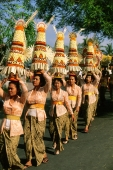 Indonesia, Bali, Gianyar, Cremation ceremony, women carrying offerings.  (grainy) - Martin Westlake