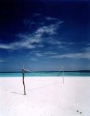 Maldives, Kunfunadhoo atoll, Soneva Fushi, Volleyball net on Dolphin Beach. - Martin Westlake