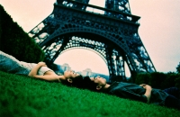 Young couple lying on grass, Eiffel Tower in background. (high-grained) - Leila  Pivetta