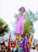 China, Hong Kong, Cheung Chau Island, Girl wearing a traditional costume, standing on tiny foothold held up by young boy during the Bun Festival procession in 2000 - Carsten Schael