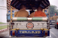 Thailand, monks in tuk-tuk, rearview - Alex Mares-Manton