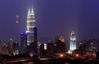 Malaysia, Kuala Lumpur, skyline at night - Alex Mares-Manton