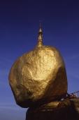 Myanmar (Burma), Kyaiktiyo, Worshippers at 'golden rock'. - Martin Westlake