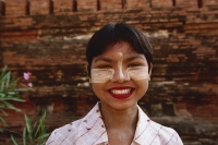 Myanmar (Burma), Bagan, Souvenir seller - Shwesandaw Paya, portrait - Martin Westlake