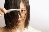 Young woman combing her wet hair - Alex Microstock02