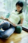 Woman reading a book - Alex Microstock02