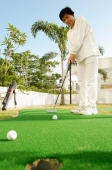 Senior woman playing golf - Alex Microstock02