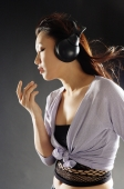 Young woman with headphones on, sideview - Alex Microstock02