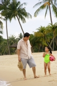 Father with daughter on beach - Alex Microstock02