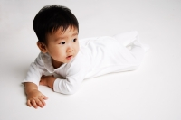 Baby boy lying on front, looking away - Alex Microstock02