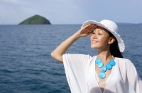 Woman wearing white hat, smiling - Alex Mares-Manton