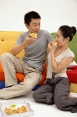 Couple eating pizza - blueduck