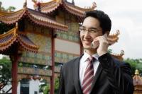 Businessman using mobile phone - Wang Leng