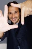 Man making finger frame, smiling - Yukmin